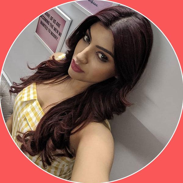 Akanksha Puri looks stunning: